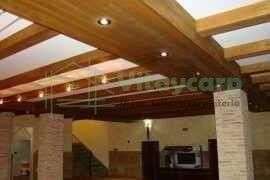 Forrado de techo con vigas huecas decorativas
