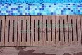Suelo de piscina con tarima tecnológica